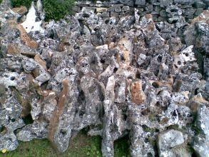 Vápenec Kvapel - skalkový kameň