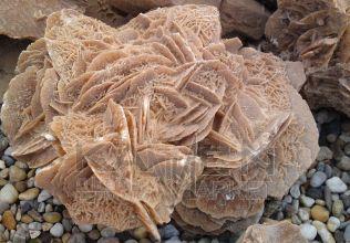 Púštna ruža - okrasný kusový kameň
